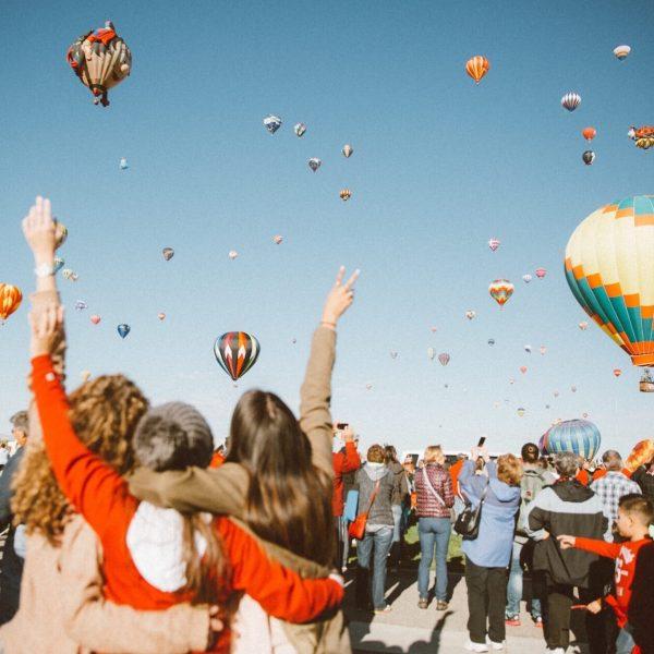 balloon-festival_t20_XQo2m9
