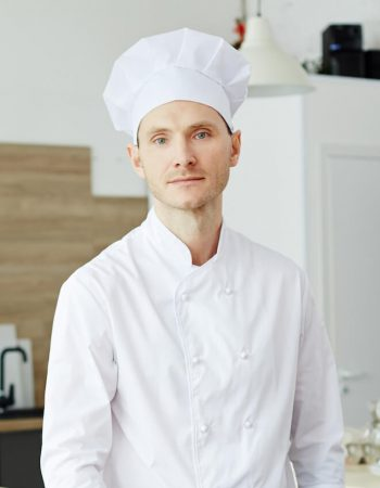 male-chef-PZ4FTHY_cropped