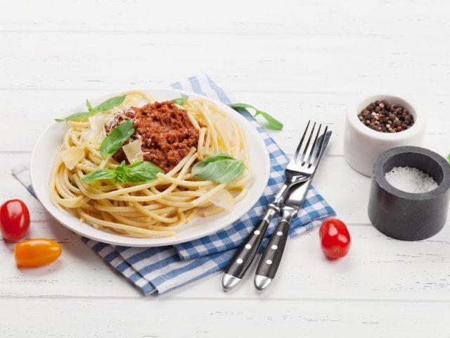 spaghetti-bolognese-pasta-7DBWPEH