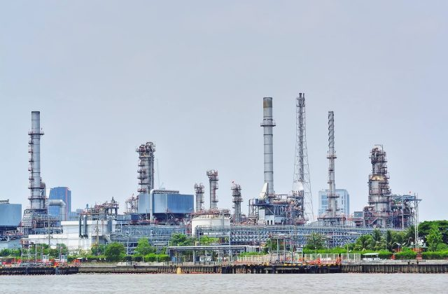 large-oil-refinery-plant-by-the-river_t20_Nx0WJE Large